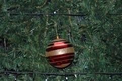 Árbol de navidad decorativo para el ` s de la Navidad de los días de fiesta y del Año Nuevo Imagenes de archivo