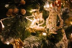 Árbol de navidad del Año Nuevo de los ciervos de Navidad Imágenes de archivo libres de regalías