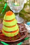 Árbol de navidad del aguacate de los círculos y del caviar rojo Imágenes de archivo libres de regalías