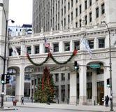 Árbol de navidad del edificio de Wrigley imagen de archivo