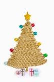 Árbol de navidad del encadenamiento de oro en blanco fotografía de archivo libre de regalías