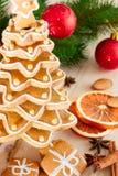 Árbol de navidad del pan de jengibre. Fotos de archivo libres de regalías