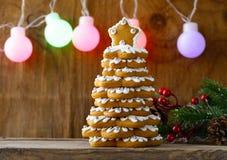 Árbol de navidad del pan de jengibre para la decoración y el desser Fotografía de archivo libre de regalías