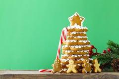 Árbol de navidad del pan de jengibre para la decoración y el postre Imágenes de archivo libres de regalías