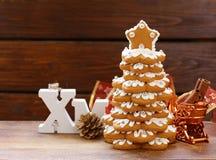 Árbol de navidad del pan de jengibre para la decoración y el postre Foto de archivo libre de regalías
