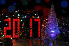 Árbol de navidad del vidrio del azul de la Feliz Año Nuevo 2017 Imágenes de archivo libres de regalías