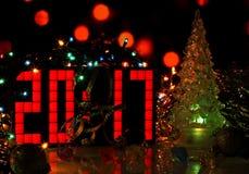 Árbol de navidad del vidrio verde de la Feliz Año Nuevo 2017 Imagenes de archivo