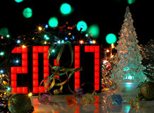 Árbol de navidad del vidrio verde de la Feliz Año Nuevo 2017 Fotos de archivo libres de regalías
