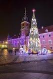 Árbol de navidad delante de Royal Palace en Varsovia Fotos de archivo libres de regalías