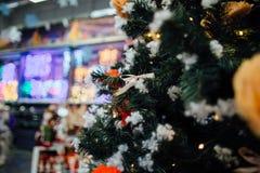 Árbol de navidad en alameda Fotos de archivo libres de regalías