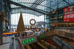 Árbol de navidad en Berlin Central Railway Station Imagen de archivo
