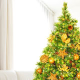 Árbol de navidad en casa Foto de archivo libre de regalías