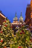 Árbol de navidad en cuadrado rojo en Moscú Rusia Foto de archivo