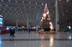 Árbol de navidad en el aeropuerto internacional capital de Pekín Fotos de archivo libres de regalías