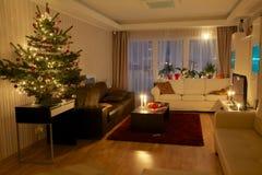 Árbol de navidad en el apartamento Fotos de archivo libres de regalías