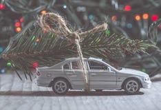 Árbol de navidad en el coche Imagen de archivo