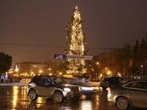 Árbol de navidad en el cuadrado de Gorki en Nizhny Novgorod Rusia Imagen de archivo