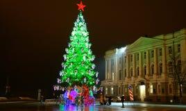 Árbol de navidad en el cuadrado principal de Minin en Nizhny Novgorod Fotos de archivo