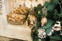 Árbol de navidad en el fondo Imagen de archivo libre de regalías