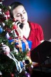 Árbol de navidad en el trabajo Fotos de archivo libres de regalías