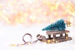 Árbol de navidad en el trineo Fotos de archivo libres de regalías