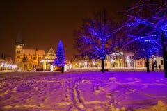 Árbol de navidad en el viejo centro de ciudad de Bardejov, Europa Imagenes de archivo