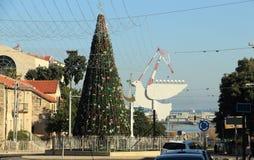 Árbol de navidad en Haifa, Israel 1 de enero de 2016 Foto de archivo libre de regalías