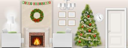 Árbol de navidad en interior de la sala de estar con la chimenea Fotos de archivo libres de regalías