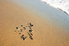 Árbol de navidad en la arena Fotografía de archivo libre de regalías