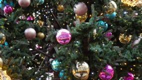 Árbol de navidad en la calle, miércoles 13 de diciembre de 2017 Fotografía de archivo