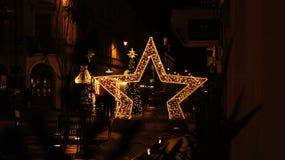 Árbol de navidad en la calle, miércoles 13 de diciembre de 2017 Piotrkows Imagen de archivo libre de regalías