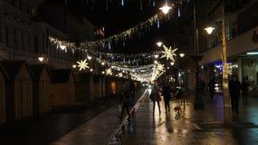 Árbol de navidad en la calle, miércoles 13 de diciembre de 2017 Piotrkows Fotografía de archivo