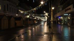Árbol de navidad en la calle, miércoles 13 de diciembre de 2017 Piotrkows Fotos de archivo