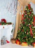Árbol de navidad en la casa Imagen de archivo