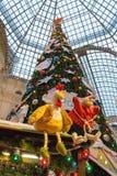 Árbol de navidad en la GOMA del mercado de la Navidad Imagen de archivo