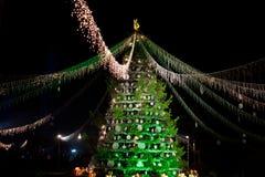 Árbol de navidad en la noche Foto de archivo libre de regalías