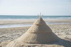 Árbol de navidad en la playa Imagenes de archivo