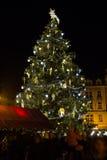 Árbol de navidad en la vieja plaza en Praga Fotografía de archivo libre de regalías