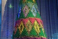 Árbol de navidad en la Navidad y la celebración del Año Nuevo Foto de archivo libre de regalías