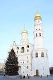 Árbol de navidad en Moscú el Kremlin Torre de Ivan Great Bell Imagen de archivo