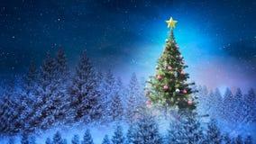 Árbol de navidad en paisaje del invierno y nieve que cae almacen de metraje de vídeo