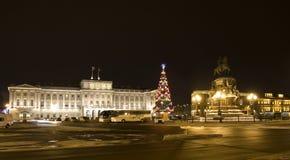 Árbol de navidad en St Petersburg Fotos de archivo libres de regalías