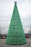 Árbol de navidad hecho de botellas plásticas, advenimiento en Zagreb 2015 Imágenes de archivo libres de regalías