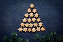 Árbol de navidad hecho de galletas imágenes de archivo libres de regalías
