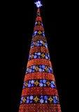 Árbol de navidad hecho de lámparas coloridas Foto de archivo