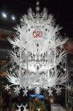 Árbol de navidad hecho fuera de illumi de adornamiento del papel y de la Navidad Fotos de archivo libres de regalías
