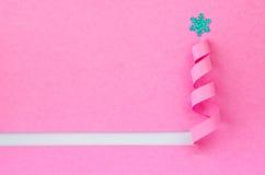 Árbol de navidad hecho a mano cortado del papel rosado Imagen de archivo libre de regalías