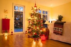 Árbol de navidad iluminado Foto de archivo libre de regalías