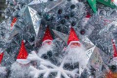 Árbol de navidad interior de Papá Noel del lugar de Hyatt de la estrella de LONGHU en la Navidad 2012 Imágenes de archivo libres de regalías