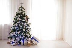 Árbol de navidad de la decoración de los regalos del Año Nuevo Foto de archivo libre de regalías